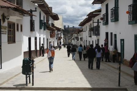 La aldea de los pitufos magia en el camino blog de for Oficina 0182