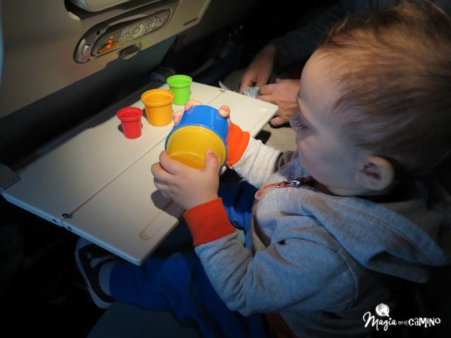 Consejos para viajar en avión con bebés (menos de 2 años) y niños ... 6e3a906d1aaa